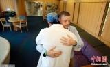 世界首例!法国男子8年内两次接受脸部移植手术