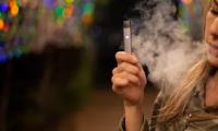电子烟+可燃香烟,生活不会赛神仙,患中风的风险更高