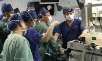 上海医学专家为40天婴儿成功实施内镜手术,创世界纪录