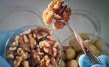核桃为何有益健康?原来与肠道细菌有关……