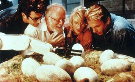 培养皿中的侏罗纪公园:科学家将史前基因插入现代细菌