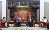 李克强:鼓励社会资本进入医药卫生事业