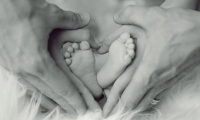 这名男婴带有3个人的DNA,引起了全世界科学家的热议