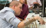 """Nature:植入式大脑微芯片让首例瘫痪者手臂""""复活"""""""