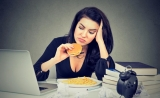 女同胞们请注意!压力对健康的影响,类似于垃圾食品