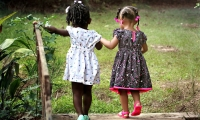 那些感染新冠的孩子怎么样了?中国科学家揭示新冠病毒与儿童体内微生物菌群关系