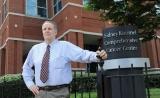 70岁肺癌患者在约翰霍普金斯医院接受PD-1免疫治疗肿瘤缩小65%