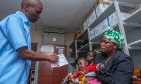 32年研發,耗資7億美元,預防率最高40%:美藥企向非洲投放抗瘧疫苗引爭議