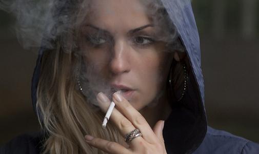 Nature子刊:55岁以下的人吸烟,衰老速率加倍