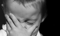 只闻哭声不见玉珠,新生儿的哭泣为何没有泪水?