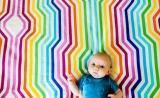 婴儿眼神暗示了我们与生俱来的辨色能力