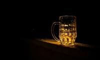 生命中这三个关键时期,饮酒的危害或是最大化的...