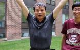 美国科学院院士谢晓亮接受冰桶挑战 点名饶毅