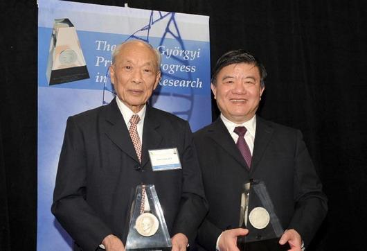 陈竺等获美癌症协会成就奖  外国科学家首度获奖