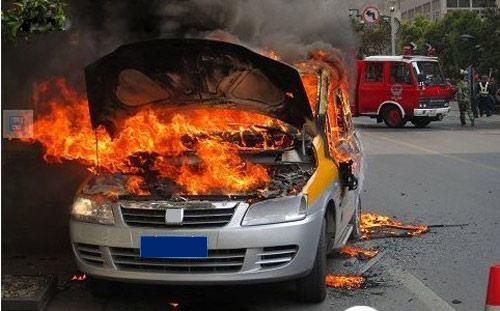杭州发生的电动汽车自燃事件,在公众中引发一定的担忧.