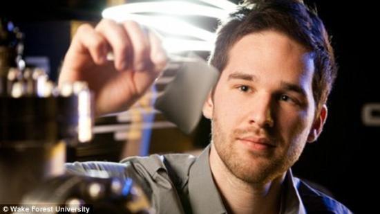 Nano Letters:新材料可用人体热量给手机充电