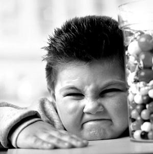 """智利拟对""""三高""""食品贴标签 以改善青少年体重超标"""