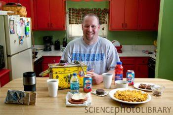 把卡路里摄入量降下来!瑞典新研究证实少吃能长寿