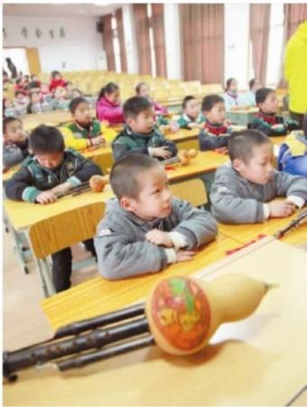 一所小学12对双胞胎让老师难分辨